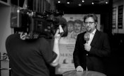 Fotograf Flemming Ellegaard og journalist Martin Mulvad sender live, TV2/Fyn.